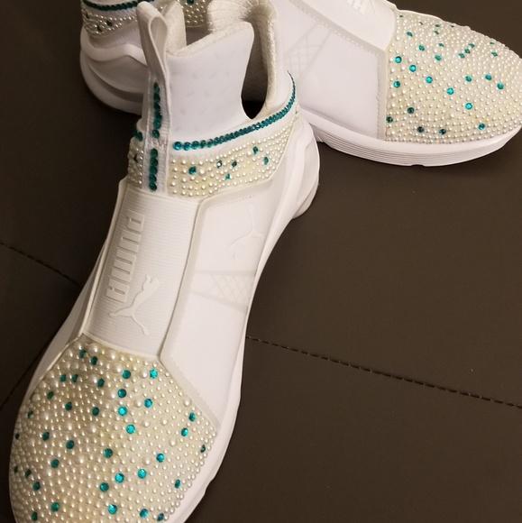 meilleure sélection f8286 04bf5 Puma Custom Rhinestone Sneakers NWT
